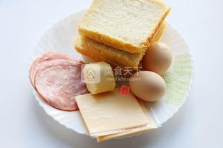 培根鸡蛋烤吐司的做法步骤:1