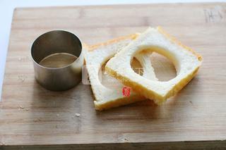 培根鸡蛋烤吐司的做法步骤:2