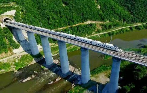 最美高铁串起了最美风景,长珲高铁的开通运营,让延边这个独具