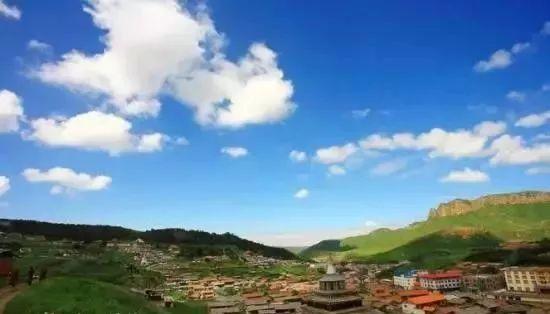 集安市有五女峰国家森林公园,鸭绿江风景区,云峰湖风景旅游度假区,好