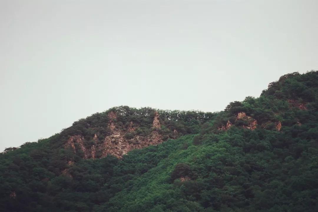 琵岩山景区所有项目 琵岩山风景区位于延边州龙井市西南部,距龙井市