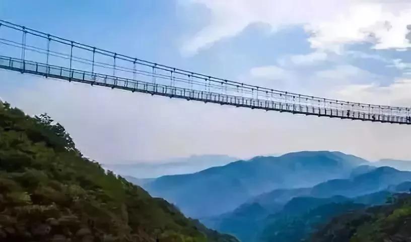 裕龙湾旅游风景旅游区坐落于吉林省延边自治州龙井市老头沟镇宝兴