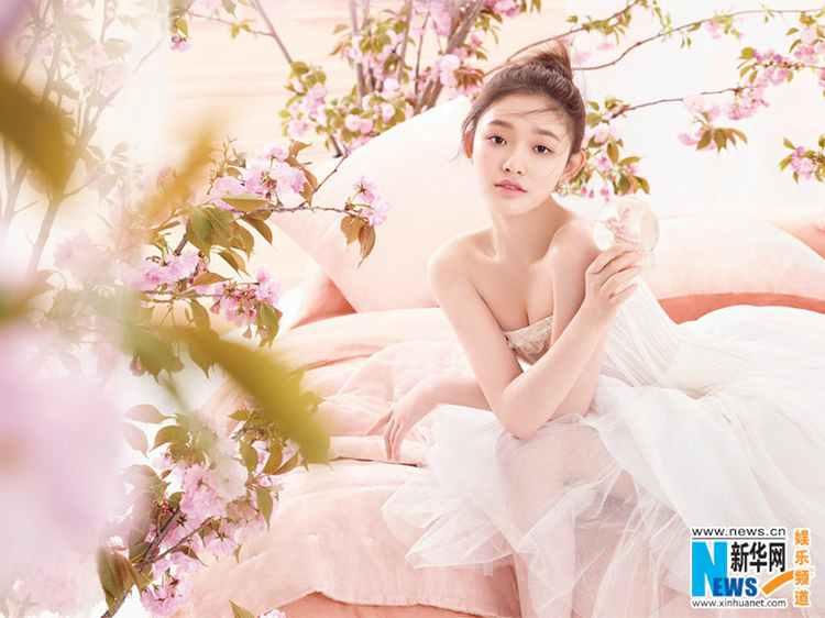 린윈, 핑크빛 분위기에 만발한 '러블리 미모'