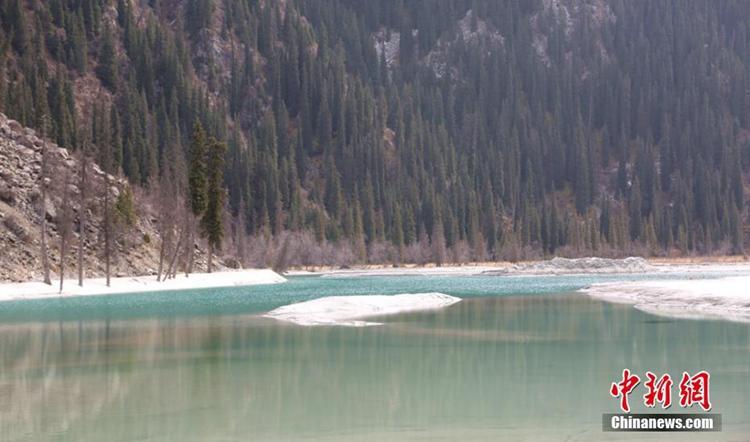 천산산 빙하지대를 장식하는 '호수 지대', 말문 막히는 절경